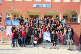 Gönüllü gençlerden Nehri'ye ziyaret