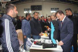 Hakkari'de 35 spor kulübüne malzeme desteği