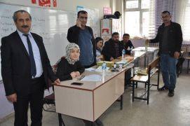 Yüksekova'da oy kullanma işlemi başladı