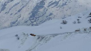 3 bin 700 rakımda karla mücadele çalışması