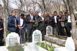 AK Parti'den seçilen başkandan Budak'ın mezarına ziyaret