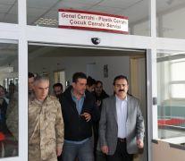 Hakkari Valisi Akbıyık, yaralı askerleri ziyaret etti