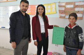Köy okulu öğrencilerinden geri dönüşüm kutusu