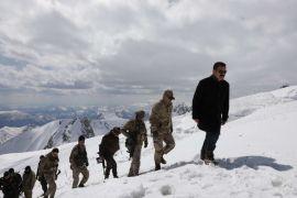 Vali Akbıyık, 4 askerin şehit düştüğü üs bölgesinde