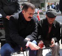 Vali Akbıyık, vatandaşla çay içip sohbet etti