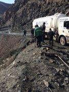 Yüksekova'da hasar gören çöplük yolu onarıldı