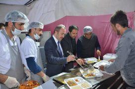 Türk Kızılay'ı Hakkari Şubesi iftar çadırı açtı