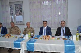 Vali Akbıyık sağlık çalışanları ile iftar yaptı