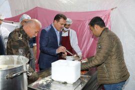 Vali Akbıyık, vatandaşlarla iftar açtı