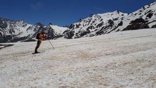 Doğa tutkunlarından karlı dağlara gezi