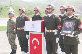 Hakkari'de şehit Öz için tören düzenlendi