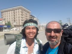 Kamboçyalı genç Yüksekova'yı gezdi