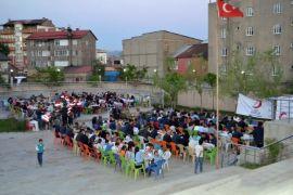 Kızılay Yüksekova Şubesi günlük 500 kişiye iftar yemeği verdi