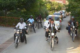 Düğün konvoyuna motosikletler eşlik etti