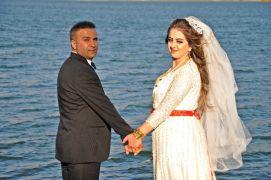 Fotoğraf çektirmek isteyen çiftlerden Dilimli Barajı'na yoğun ilgi