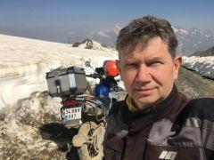 İstanbul'dan geldi motosikletiyle Sat Gölleri'ne çıktı