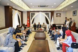 Kocaeli'den gelen örencilerden Vali Akbyık'a ziyaret