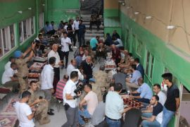 Orgeneral Çetin'den Hakkari esnafına ziyaret