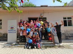 Gençlik merkezinin gönüllü gençlerden örnek davranış