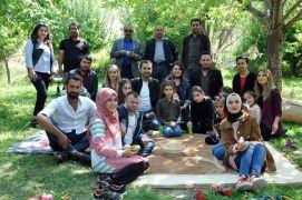 Özel gereksinimli çocuklar İran'ın sıfır noktasında doyasıya eğlendiler