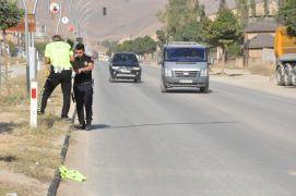 Aracın çarptığı öğretim görevlisi hayatını kaybetti