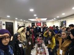 Kocaeli'nden Hakkari'ye gelen öğrencilerden asker selamı