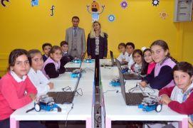 Köy çocukları için 'robotik kodlama sınıfı' açıldı