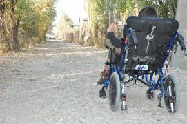 Özel gereksinimli ismail okula gitmek için yoluna asfalt istedi