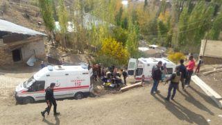 Yüksekova'da inşaat çöktü: 5 yaralı