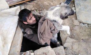 Duyarlı vatandaş kuyuya düşen köpeği kurtardı