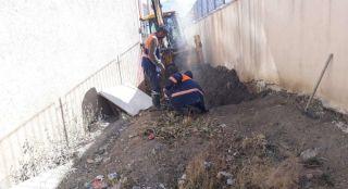 Hakkari Belediyesi, su arızalarıyla mücadele ediyor