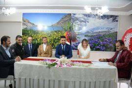 Hakkari Valisi Akbıyık ilk kez nikah kıydı