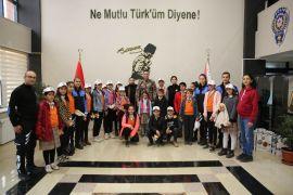 Öğrencilerden Emniyet Müdürü Atanur'a ziyaret