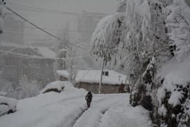 Hakkari'de 11 yerleşim yerinin yolu ulaşıma kapandı