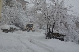 Hakkari'de 56 köy,  169 mezra yolu ulaşıma kapandı