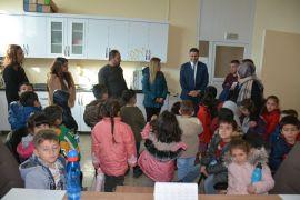 Hakkarili minikler rehabilitasyon merkezini ziyaret etti