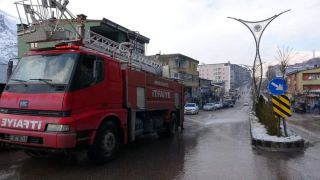 Şemdinli'de yol yıkama çalışması