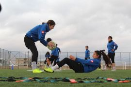 Yüksekova Kadın Futbol Takımı liderliğe hazırlanıyor