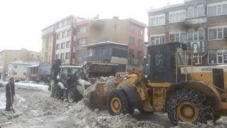 400 kamyon kar kent dışına taşındı
