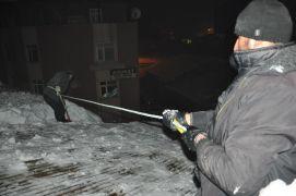 Eksi 20 derecede 50 TL için çatı temizliyorlar
