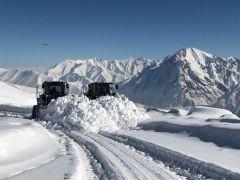 Hakkari'de 53 yerleşim yerinin yolu ulaşıma kapandı