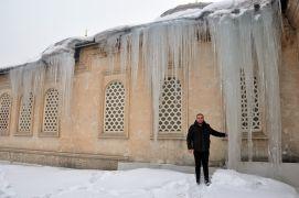 Yüksekova'da buz sarkıtları 5 metreyi geçti
