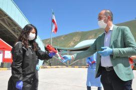 Başkan Büyüksu'dan sınırdaki sağlık çalışanlarına gül