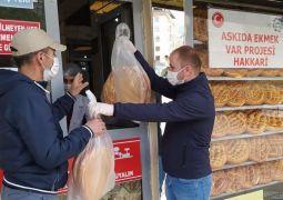 Hakkari'de 'Askıda Ekmek Var' projesi