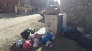 Hakkari'de çöplerin zamansız bırakılmasına tepki