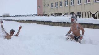 Antrenmandan dönen milli sporcular karda yüzdü