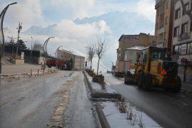 Boş caddeler yerini belediye çalışmasına bıraktı