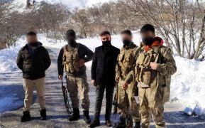 Eksi 25 derecede nöbet tutan güvenlik korucularına kışlık maske