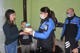 Hakkari polisinden Melek'e doğum günü sürprizi