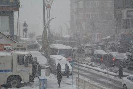 Hakkari'de 294 yerleşim yerinin yolu ulaşıma kapandı